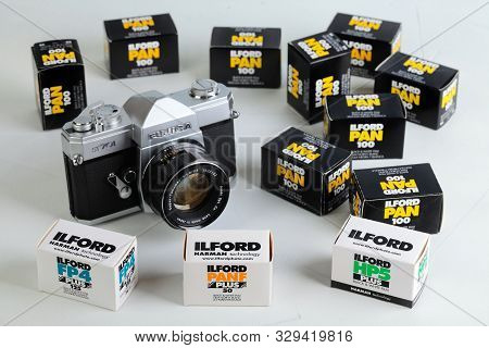 The Old Japan 35 Mm Film Camera Fujica St-701 With 50 Mm Lenses, Released 70s, With Film Packings Lf