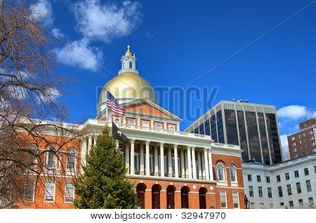 Massachusetts State located in the Beachon Hill neigbhorhood of Boston. It is the state capitol and house of government of Massachusetts.