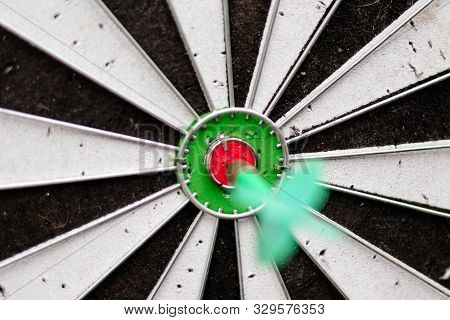 Green Arrow In The Center Of The Dart Board Shows The Concept Of Business Goal Setting.