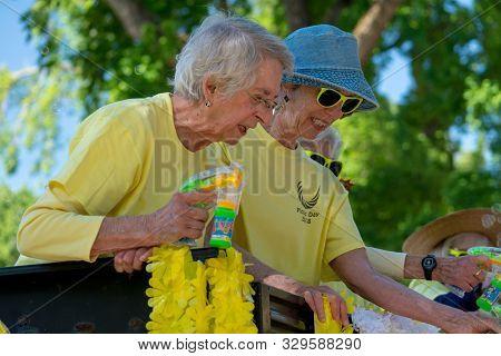 Davis, Ca - April 21, 2018. Davis Retiree Association The Parade During Uc Davis Annual Picnic Day.