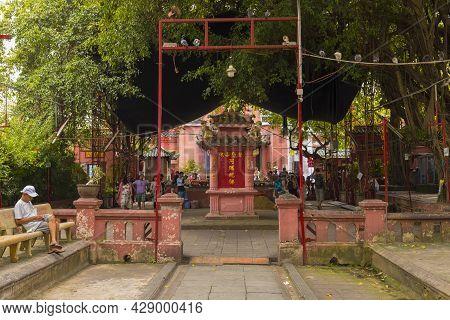 Ho Chi Minh, Vietnam - Oct 18, 2019 : Unidentified People Travel At Jade Emperor Pagoda Or Phuoc Hai