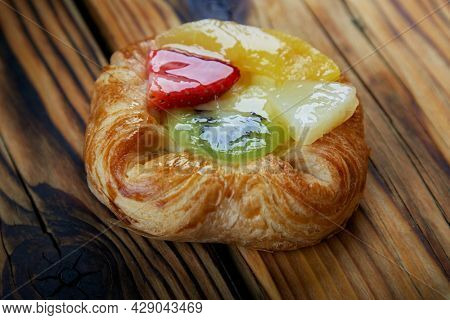 Sweet puff pastry with fruit