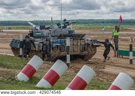 Alabino, Russia - August 27, 2029: Tank And Tank Crew Of Uzbekistan Team On A Penalty Stop. Fragment