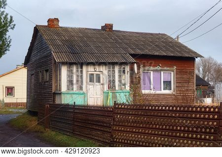 Old Wooden Typical House In The Settlement Of Kosa On The Vistula Spit Near Baltiysk, Russia