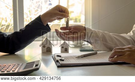The Real Estate Agent Provides The House Keys To The Customer After Signing The Real Estate Contract