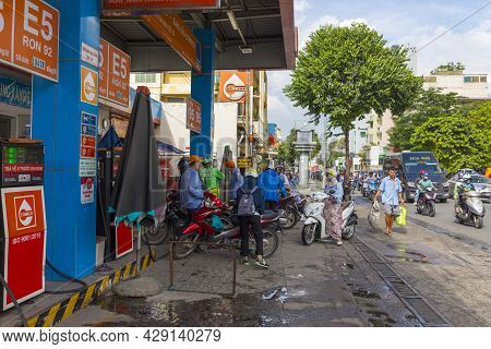Ho Chi Minh, Vietnam - Oct 17, 2019 : Unidentified Vietnamese People Refuel At Gas Station In Ho Chi
