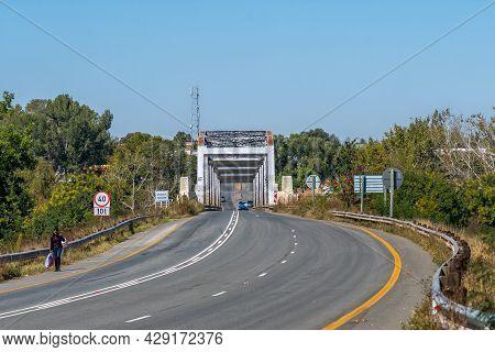 Aliwal North, South Africa - April 23, 2021: The Historic Road Bridge Over The Orange River At Aliwa