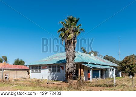 Smithfield, South Africa - April 23, 2021: A Street Scene, With The Post Office And A Palm Tree, In