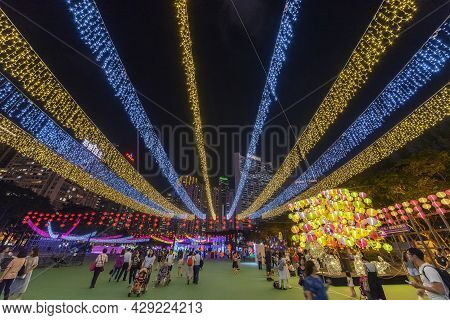 Hong Kong , China - October 06, 2017 : Traditional Chinese Lanterns Light Up For Celebrating The Mid