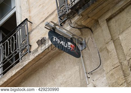Montpellier , Occitanie France  - 06 25 2021 : Pmu Wall Logo And Text Brand Sign Store Office French