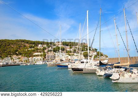 Harbor for sail-yachts and other recreational boats in Estartit Spain