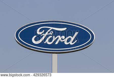 Harrison - Circa August 2021: Ford Motor Company Logo. Ford Manufactures The Mustang, Escape, Explor