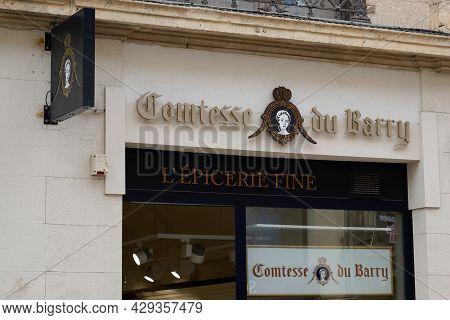 Bordeaux , Aquitaine France - 07 30 2021 : Comtesse Du Barry Shop Brand Logo And Text Sign On Facade