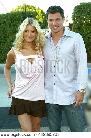 LOS ANGELES - AUG 02: Jessica Simpson and Nick Lachey arrives for the Teen Choice Awards 2003 on August 02, 2003 in Los Angeles, CA