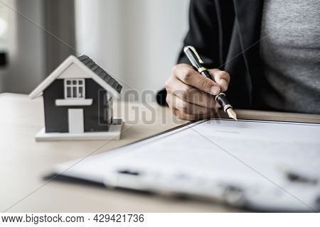 The Salesperson Is Checking The Contract Before Making An Appointment For The Customer To Join The C
