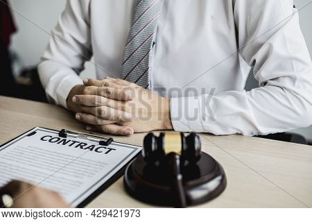 Clients Consult Lawyers About Fraud Cases From Business Partners Who Open Companies Together, Litiga