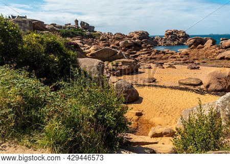 Coast At Low Tide Along Mean Ruz Lighthouse, Port Of Ploumanach, In The Town Of Perros-guirec, Cotes