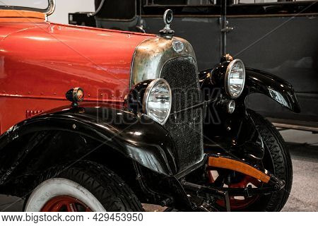 4 June 2019, Moscow, Russia: Headlights And Grill Of Italian Car Fiat Valencia 1919. Classical Retro