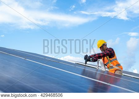 Electrical With Instrument Technician Maintenance Electrical System,solar Panel Technician With Dril