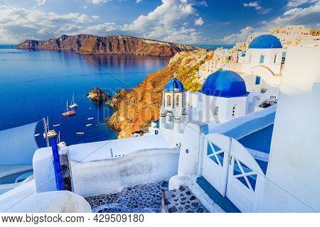 Santorini, Greece. Amazing Whitewashed City Of Oia, Thira In Greek Cyclades Islands, Aegean Sea. Hol
