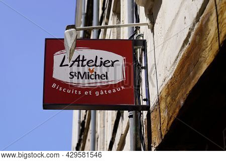 La Rochelle , Aquitaine France - 07 30 2021 : St. Michel L'atelier Logo Brand And Text Sign Of Frenc