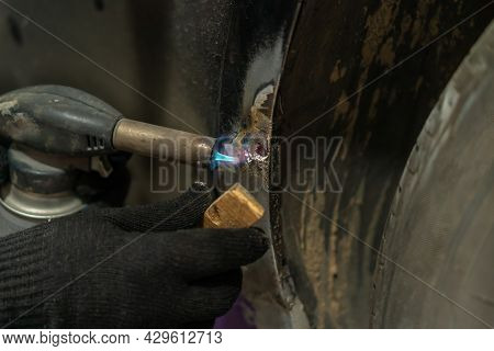Master Restores The Retro Car From Rust Corrosion. He Repairs The Thresholds And Covers Them With A