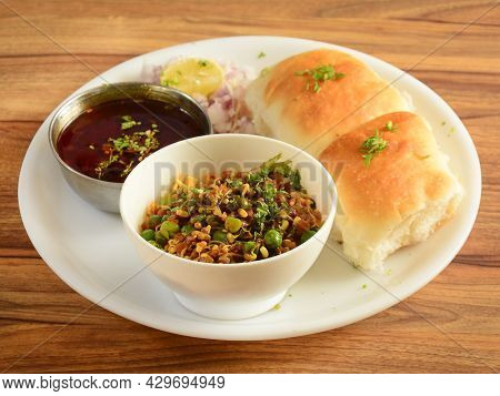 Misal Pav Is A Special Dish In Maharashtra, India. The Dish Is Eaten For Breakfast Or As A Midday Sn