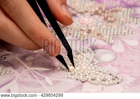 Diamond Painting Embroidery Craft. Acrylic Rhinestones, Pearls And Tweezers. Closeup, Selective Focu