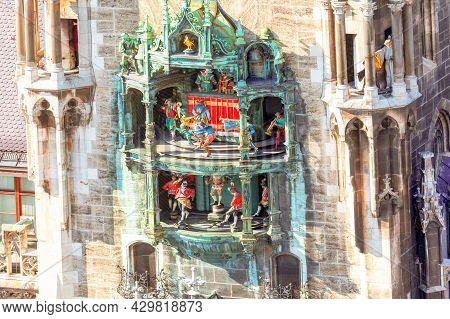 Rathaus Glockenspiel In Munich .  Tourist Attraction Clock In Marienplatz . Figures Of Tower Clock