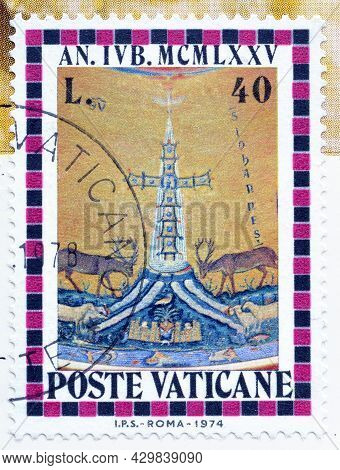 Vatican City - Circa 1974 : Cancelled Postage Stamp Printed By Vatican City, That Shows Cross And Do