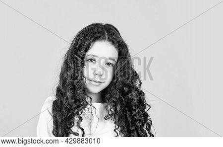 Long Hair. Easy Hairdo. Beauty Supplies. Perfectly Untangle Curly Hair. Pretty Girl Curly Hair Yello