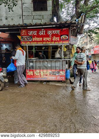 Kolhapur India-august 15th 2021; A Street Breakfast Center Or Street Food Stall At The Corner Of Bus