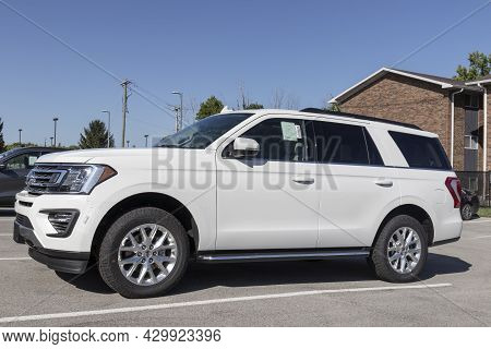 Kokomo - Circa August 2021: Ford Explorer Display At A Dealership. Ford Offers The Explorer In A Bas