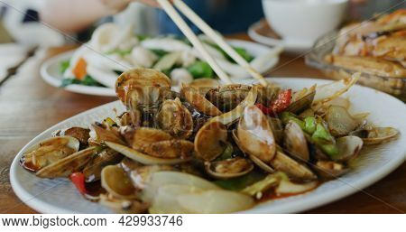 Hong Kong Cantonese cuisine, fry squid vegetable and fry clam dishes
