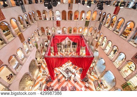 Venice, Italy - August 02, 2021: Huge Indoor Hall Of Fondaco Dei Tedeschi. Former Headquarters And R