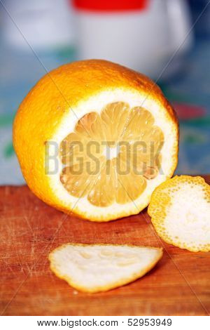 Sliced lemon.