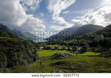 Beautiful Scottish Scenery - Glenfinnan Vallye