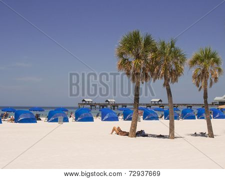 CLEARWATER BEACH, FLORIDA/USA- 0925,2014:?relaxing at the beach