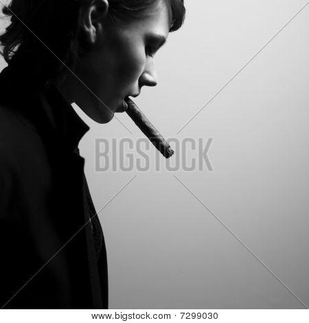 Elegante Smoking Woman