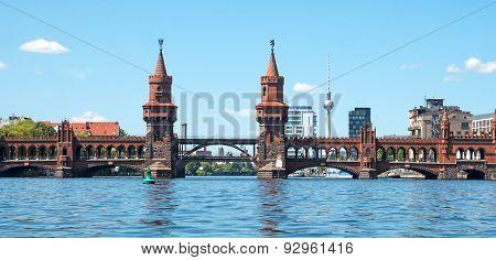 Panorama Oberbaumbrücke In Berlin