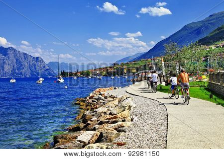Lago di Garda activities beautiful lake in north of Italy