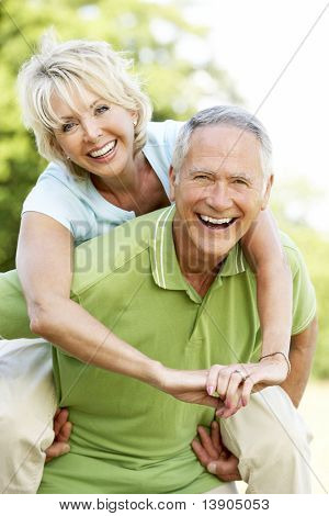 Mature Couple having Fun in Landschaft