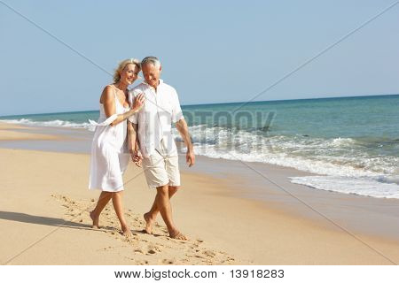 Senior Couple enjoying Strandurlaub