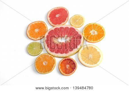 Eight Different Citrus Types Arranged In A Flower Shape: Red Pomelo, Red Grapefruit, Lemon, Mandarin