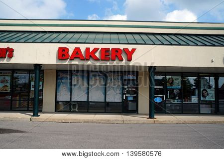 SHOREWOOD, ILLINOIS / UNITED STATES - AUGUST 30, 2015: One may purchase cakes at the Acapulco Bakery, in a Shorewood strip mall.