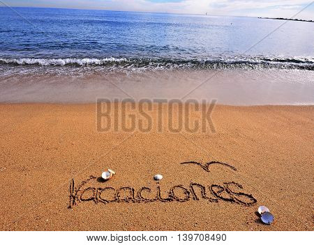 The Vacation sign on the beach in spanish