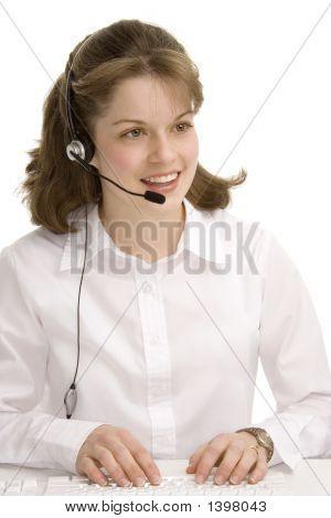 Recepcionista femenino con auriculares, mecanografía, comunicación 1