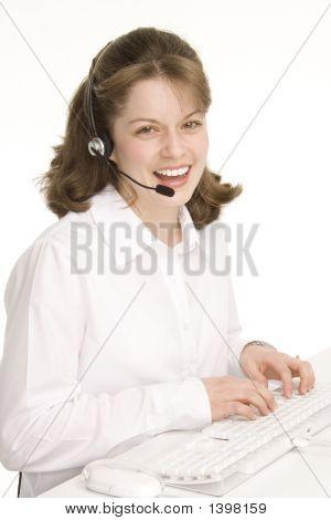 Recepcionista con auriculares, Sonriente, teclado, ratón
