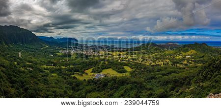 Hdr Panorama Over Green Mountains Of Nu'uanu Pali Lookout In Oahu, Hawaii
