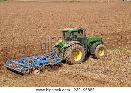 22 April 2018-castegnato-franciacorta-brescia-lombardy-italy-an Unidentified Peasant Plow His Land O